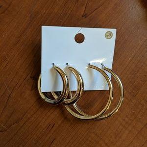 NWT Gold hoop earring set